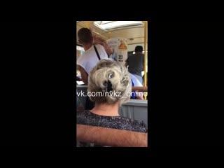 Драка в автобусе на День ВМФ России (уда...девушку) (1080p).mp4