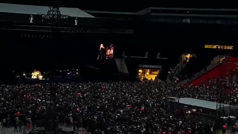Full video of Stevie Nicks dedicating Landslide to Harry and talking about him tonight at