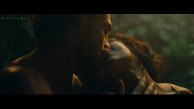 Жасинт Лагуэ (Jacinthe Lague) в клипе Satin - La Famille Ouellette (2019) HD 1080p Голая Секси!