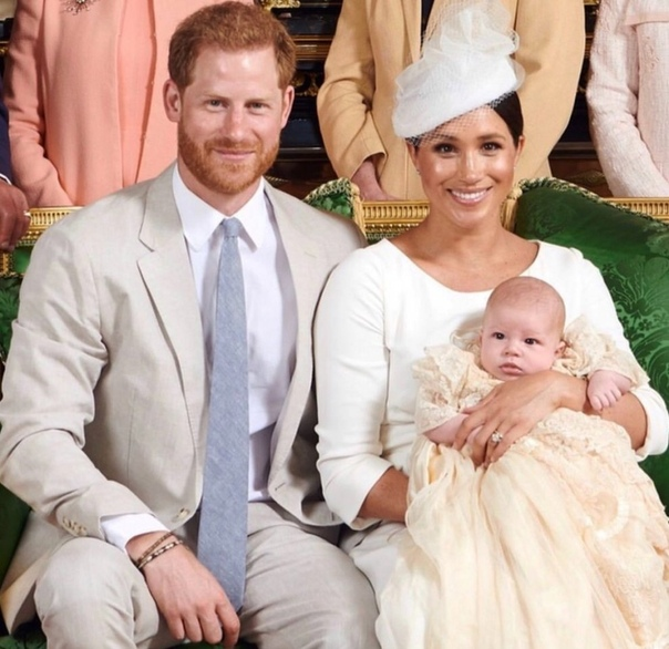 Принц Гарри и Меган Маркл крестили сына! Вся пресса Англии только про это и пишет.