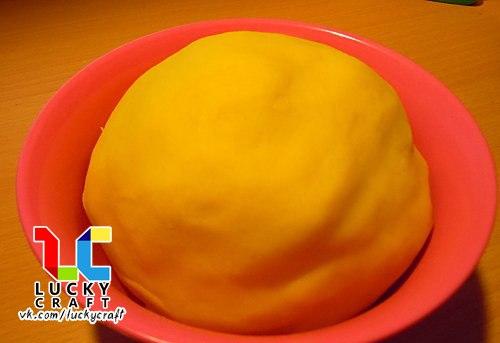 Рецепт желейного теста для лепки по типу Play-Doh, который смело можно использовать вместо покупного Рецепт: 1) 1 ст белой муки высшего сорта 2) 1/2 ст экстра соли 3) 1 пакетик желе 4) 1/2 ст