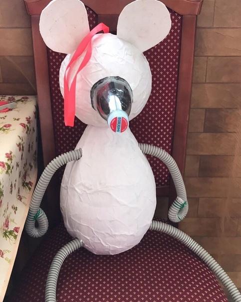 Символ Нового года - Мышонок Выполнила семья Дейнеко.