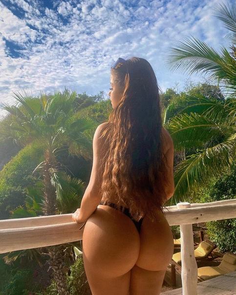 У Ким Кардашьян появилась конкурентка - это 21-летняя модель Деми Роуз. Сможет ли она конкурировать с ягодицами