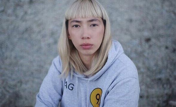 В центре Москвы алкаши набросились на молодую девушкурежиссера В ночь на 28 июня в Москве была избита начинающая режиссёр Агния Галданова. Девушка утверждает, что возвращалась домой с вечеринки,