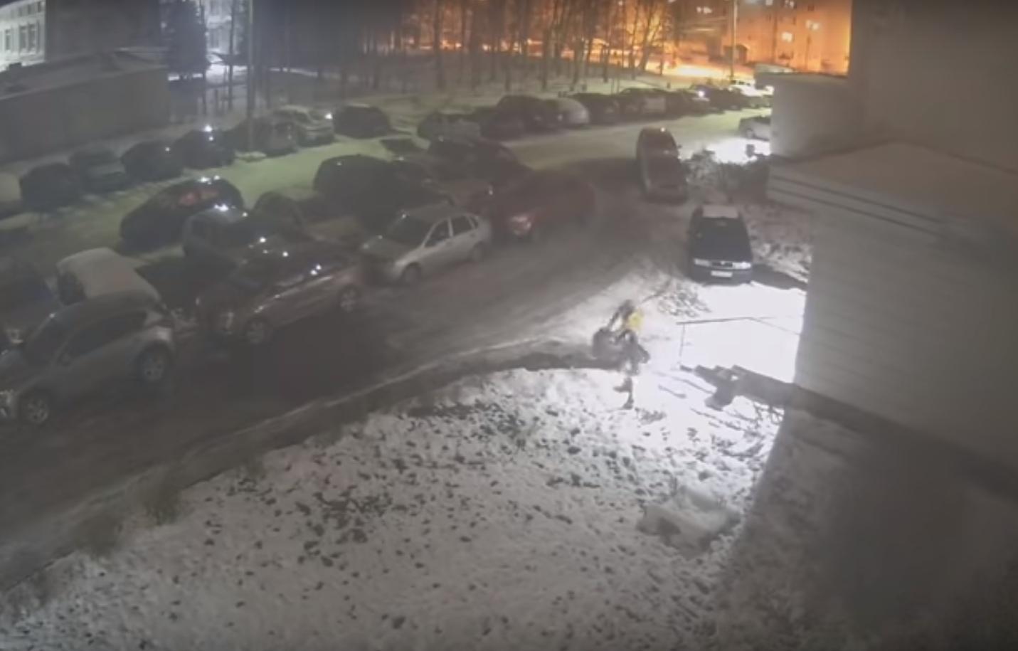 Ночная драка во дворе проспекта Фрунзе 49 в Дядьково