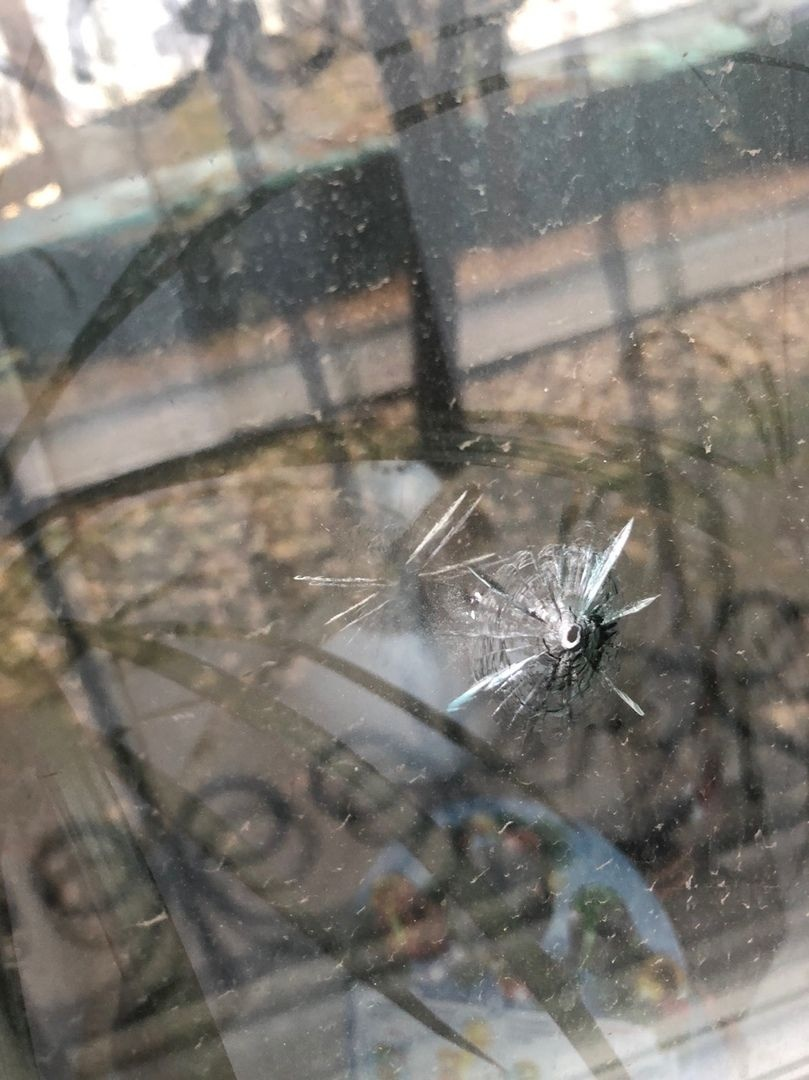 Вот так обстреляли наши окна днём в