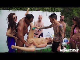 Crowd Bondage / Толпа рабство (Selvaggia, Francys Belle)