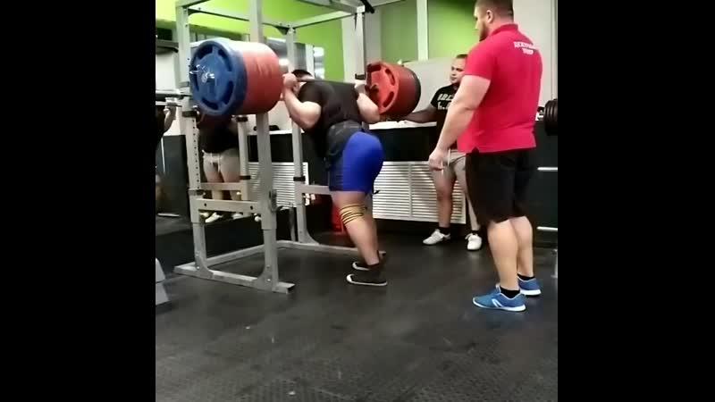 присед 400 кг.