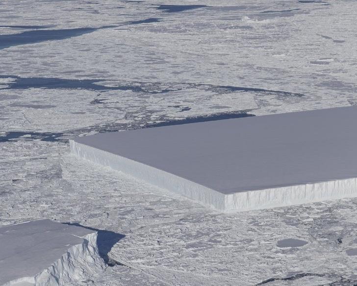 Идеально прямоугольный айсберг