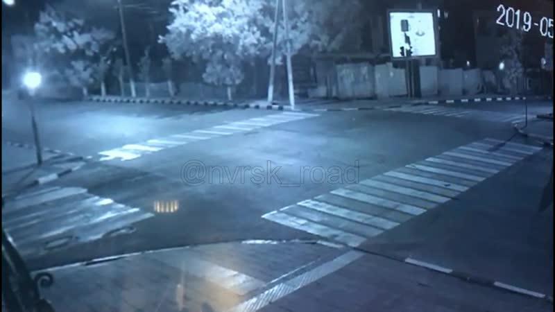 20.05.19 22:55 видео моментаДТП ул. Энгельса Толстого