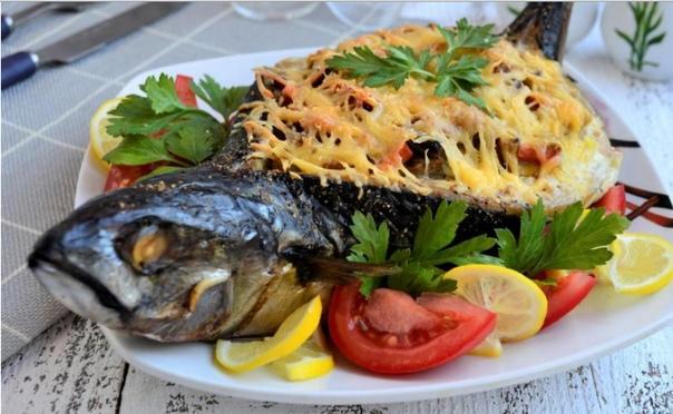 Фаршированная скумбрия в духовке Число порций 5 Скумбрия - практически всеми любимая рыбка, которую можно и посолить, и отварить, и запечь. Предлагаю вам праздничный вариант приготовления