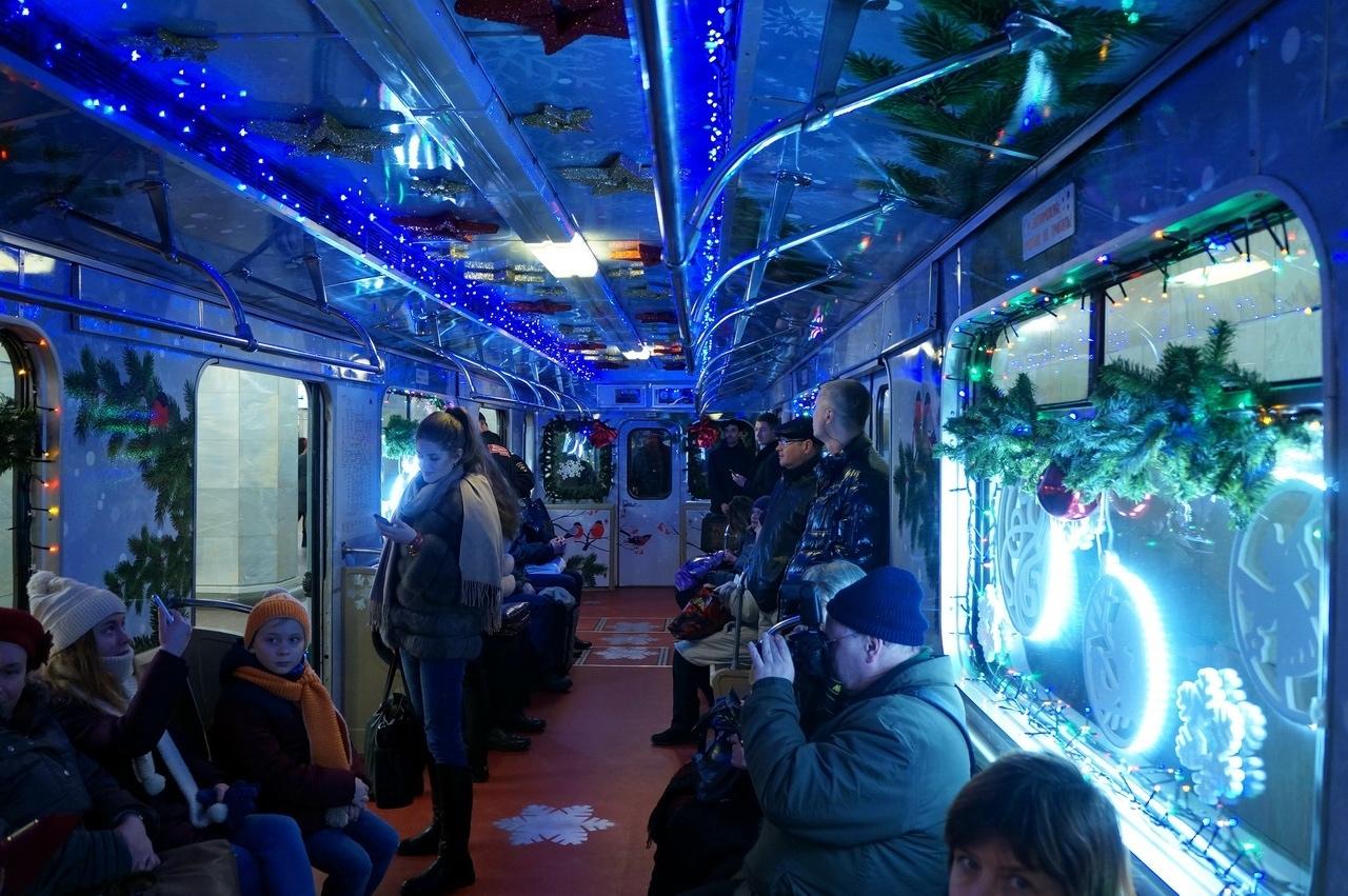 новогодний вагон в метро фото прокат