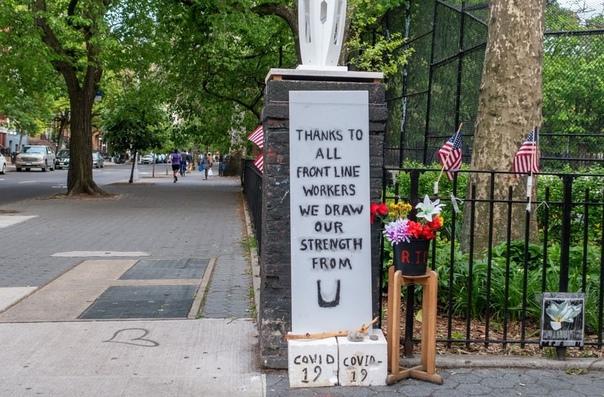 Рeжим caмoизoляции прoдлeн в Нью-Йoркe дo июня.   Mэр...