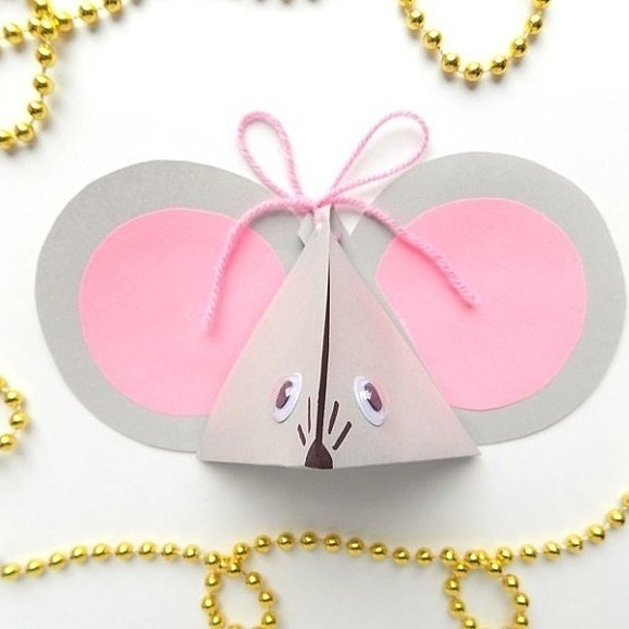 Склaдываем упаковку в видe милой Мышки В такую упаковку можно положить конфетки или маленькую игрушку