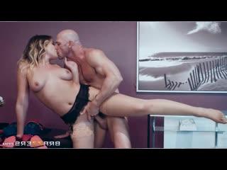 ПОРНО - ЕЙ 24 - ДЕВУШКА ЗАИГРЫВАЕТ С ЛЫСЫМ - porn sex - Blair Williams