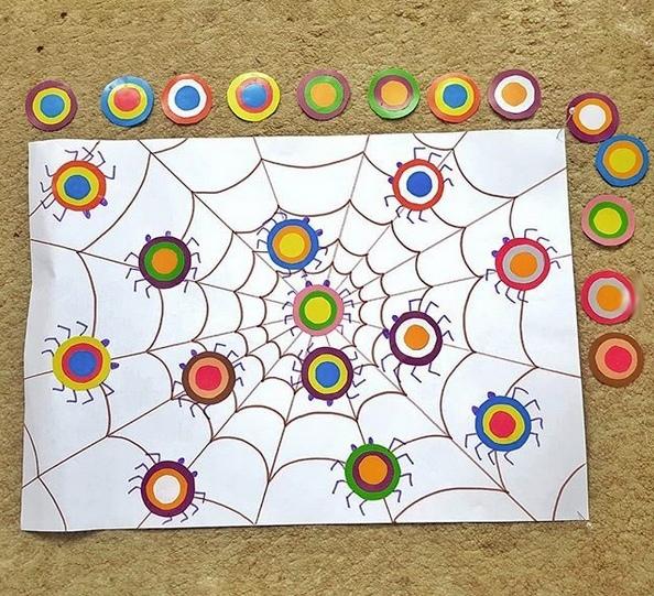 РАЗВИВАЮЩИЕ ИГРА ПАУКИ СВОИМИ РУКАМИ Тренируем логическое мышление и цветовосприятие.
