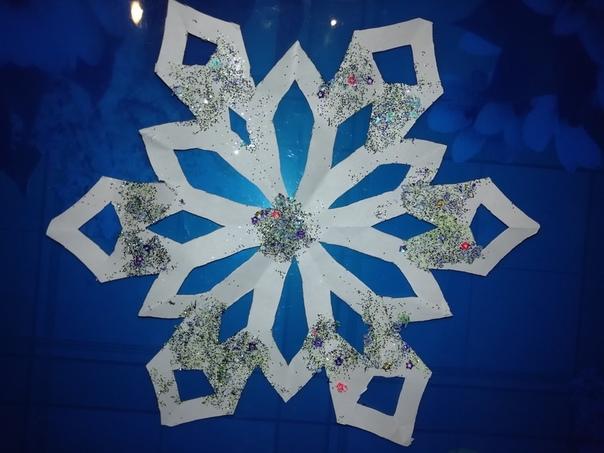 Делюсь творчеством моего сына не судите строго Шаблоны снежинок для распечатывания стали достаточно популярны в последние годы. Чтобы удивить окружающих такими снежинками можно:Распечатать все