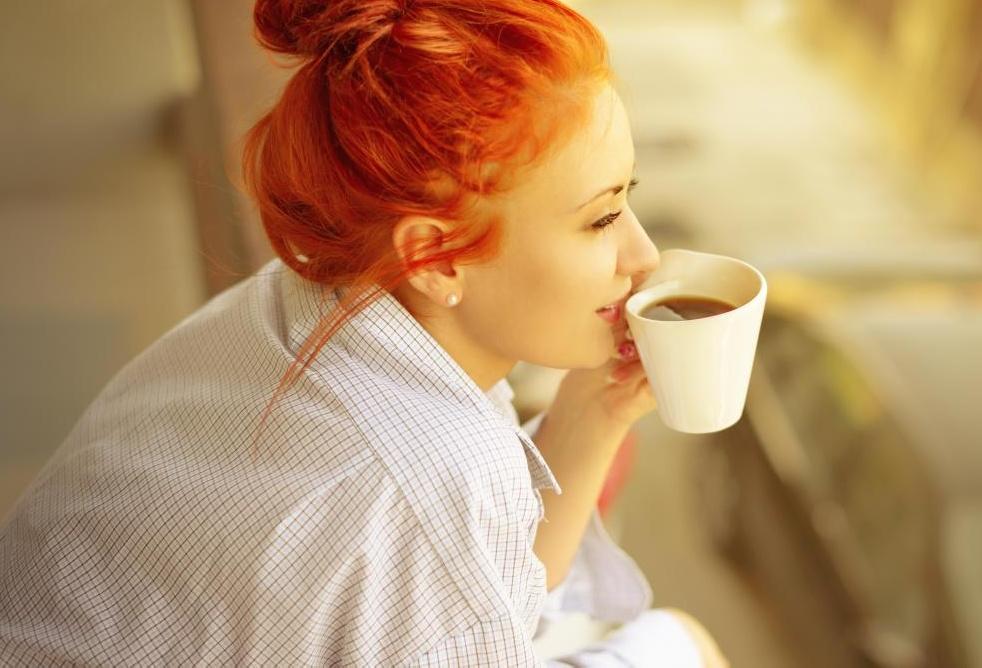 Большинство экспертов советуют приобретать цельный бобовый кофе, а затем размалывать его дома перед употреблением.