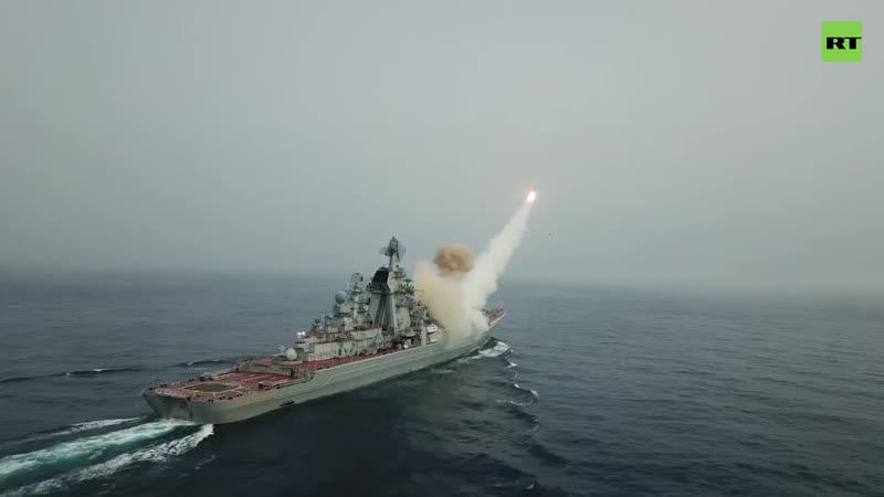 Ракетные крейсеры Пётр Великий и Маршал Устинов нанесли удар по условному противнику