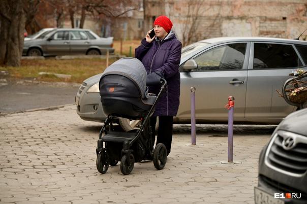 Федеральный Минздрав разрешил кормящим мамам приви...