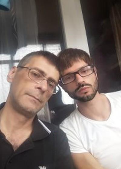 русский мужик чморит гей