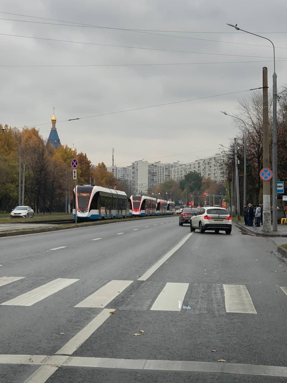 Из-за ДТП на трамвайных путях остановились трамваи в Чертаново.