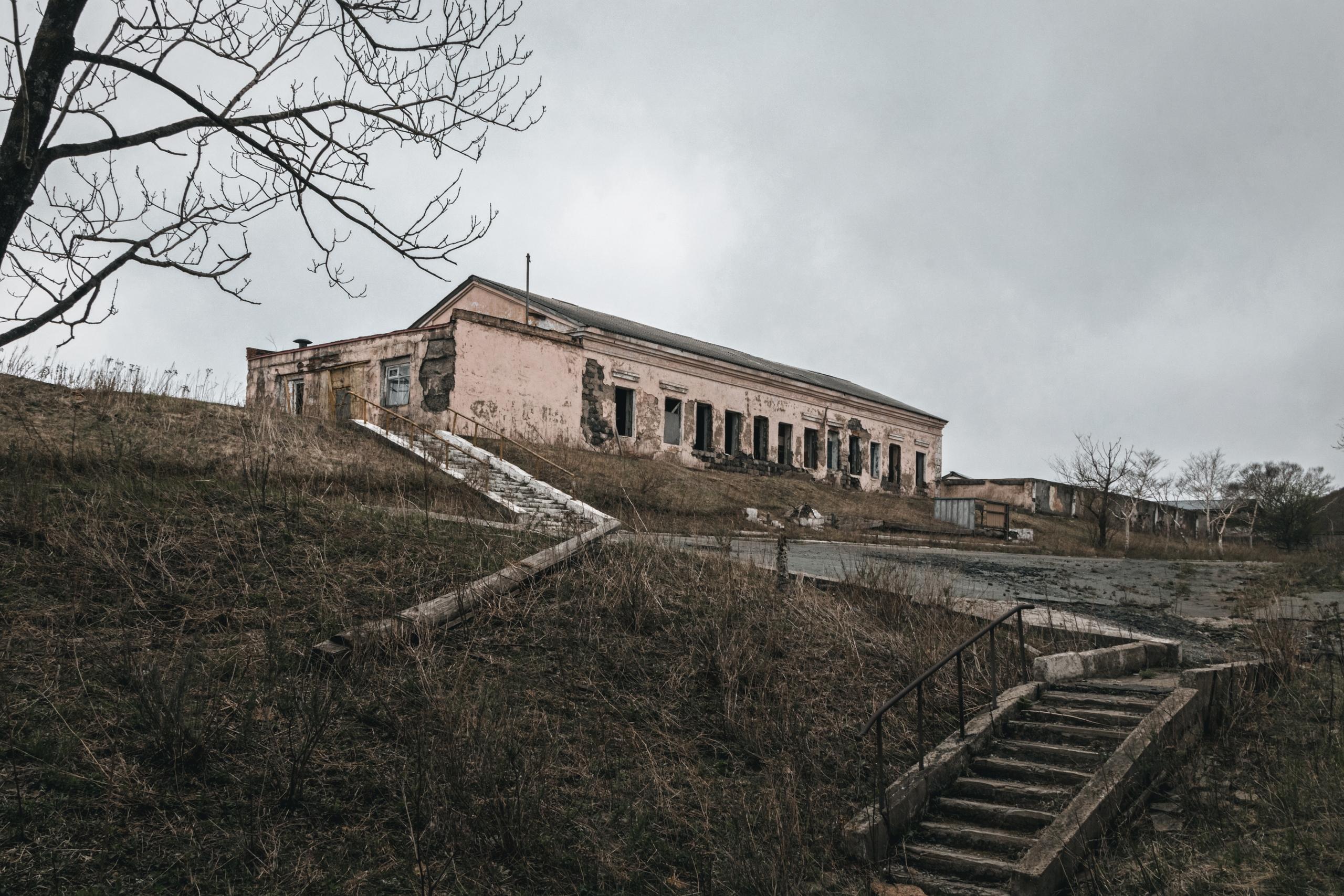 Заброшенный военный городок Саман - Фото