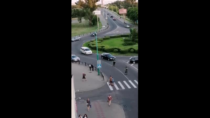 Водители не могут проехать перекрыто Брест бульвар Шевченко