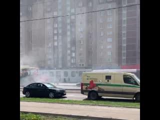 Меняют асфальт на улице Менжинского.