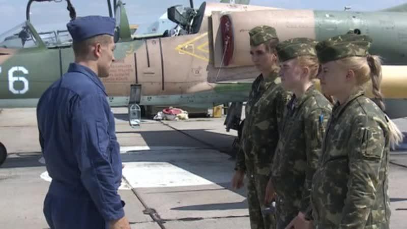 Первым делом самолеты российские девушки учатся пилотировать истребители и штурмовики