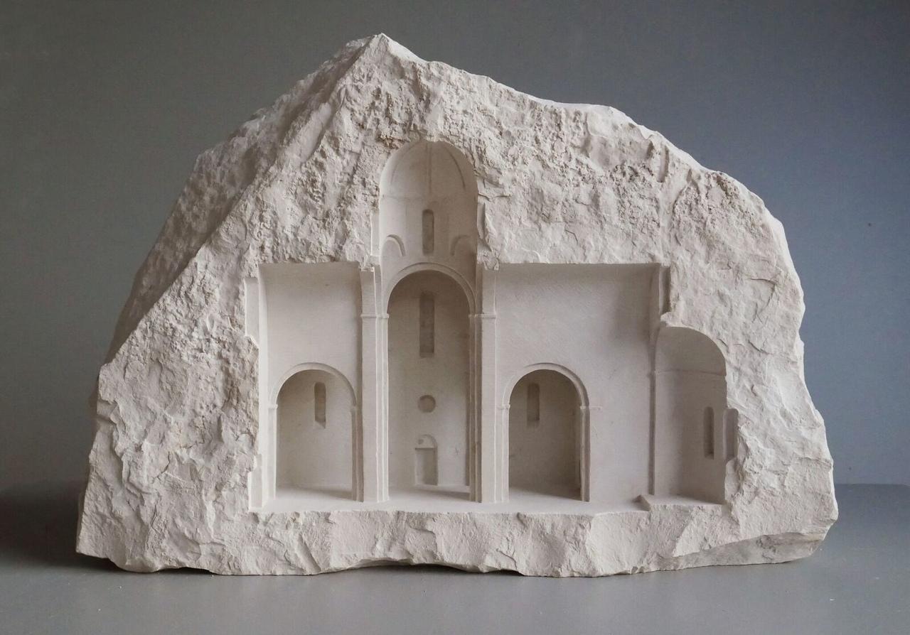 Миниатюрные архитектурные интерьеры вырезанные в белом камне