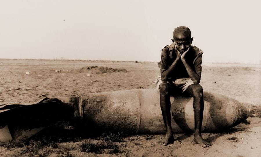 Во всех подобных конфликтах первым делом страдает мирное население. Массауа, Эритрея, 1990 год