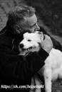 По длинной, дикой, утомительной дороге шел человек с собакой. Шел он себе шел, устал…