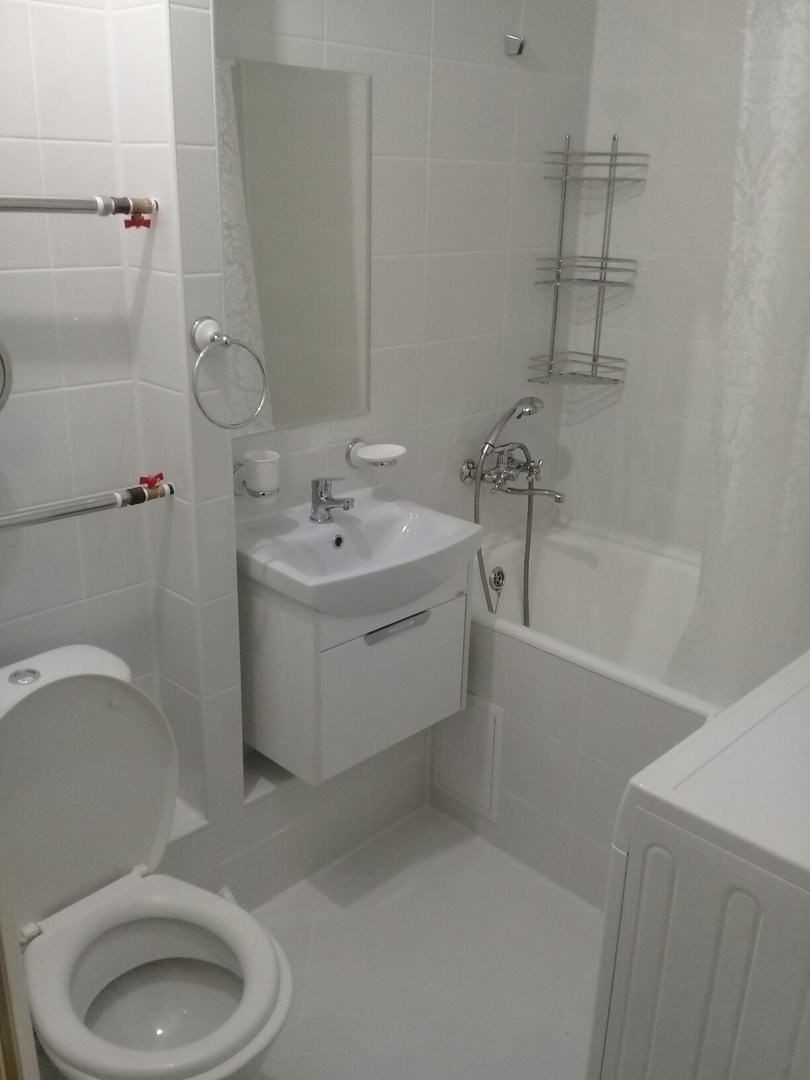 Демонтировали стену и сделали с нуля новую ванную комнату