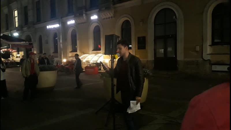 Актер Егор Кутенков читает стихотворение Константина Куликова Серый город на проекте Питер читает