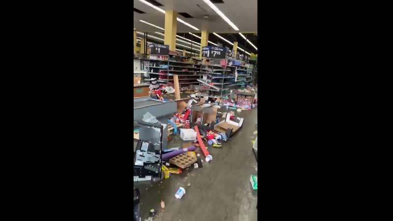 Kirámolták ezt a Walmartot Chichagoban