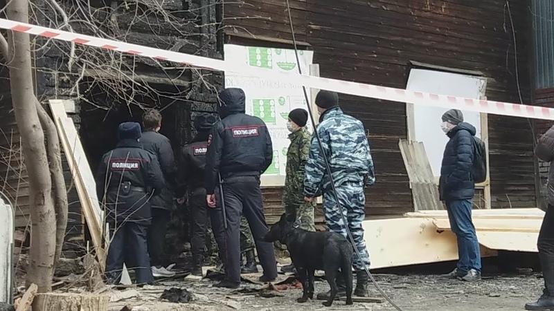 Екатеринбург поджигателя барака привезли к сгоревшему дому